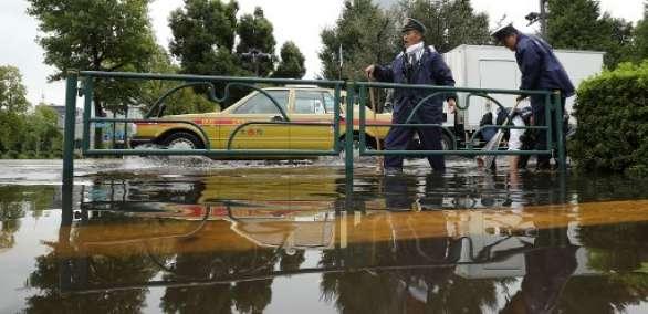 El tifón se alejó del archipiélago japonés rumbo al norte sobre las 09H00 (00H00 GMT). Foto: AFP