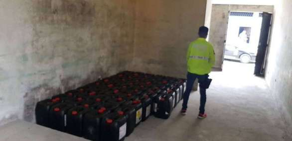 Detienen camión con ácido sulfúrico con destino a la frontera norte de Ecuador. Foto: Policía Nacional