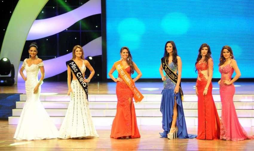 LAS SEIS FINALISTAS. En el Teatro Centro Cívico se realizó Miss Ecuador 2013.