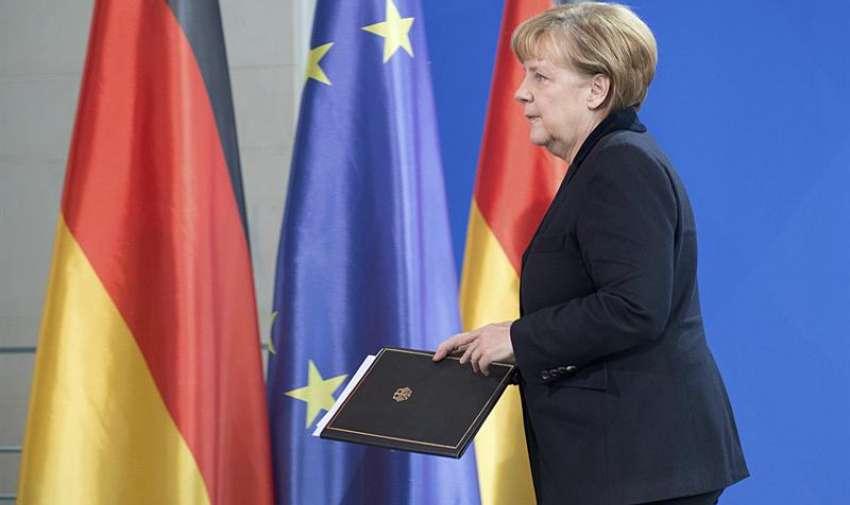 La canciller alemana, Angela Merkel, comparece ante los medios para recordar al expresidente sudafricano y premio nobel de la paz Nelson Mandela en Berlín, Alemania. Foto: EFE