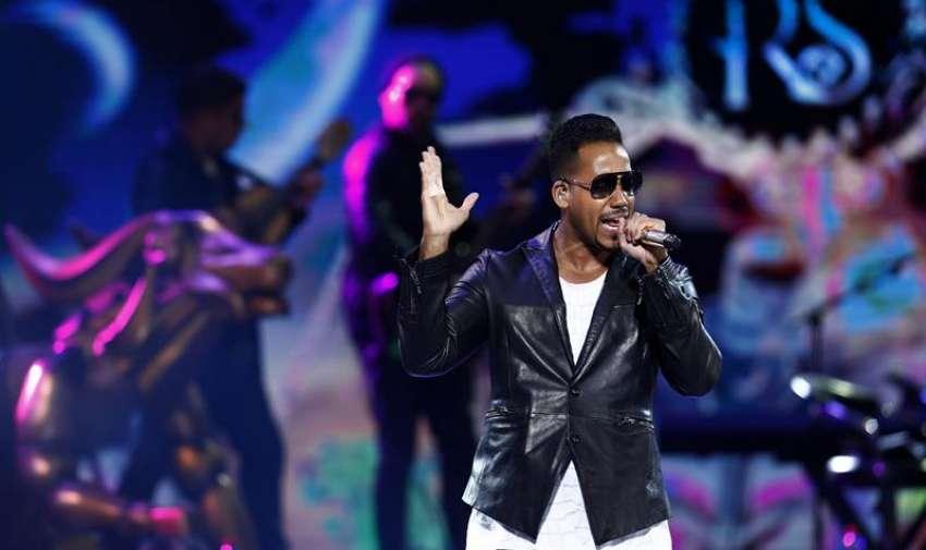 El cantante dominicano Romeo Santos durante su actuación,   en el recinto de la Quinta Vergara en el marco de la 56 edición del Festival Internacional de la Canción de Viña del Mar 2015, en Viña del Mar, Chile. EFE