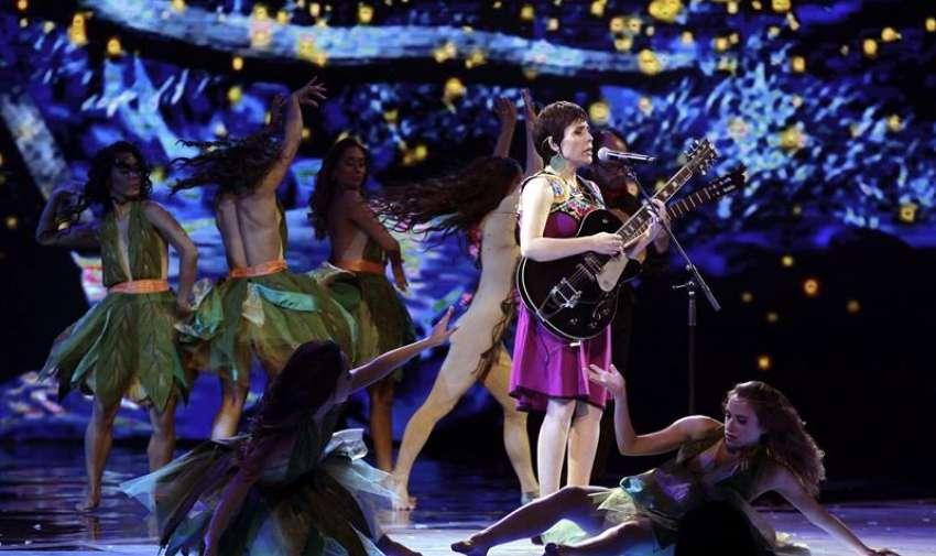 """Elizabeth Morris, representante de Chile, interpreta """"La Mexicana"""", canción ganadora de la competencia folclórica de la 56 edición del Festival Internacional de la Canción de Viña del Mar 2015, Chile. EFE"""