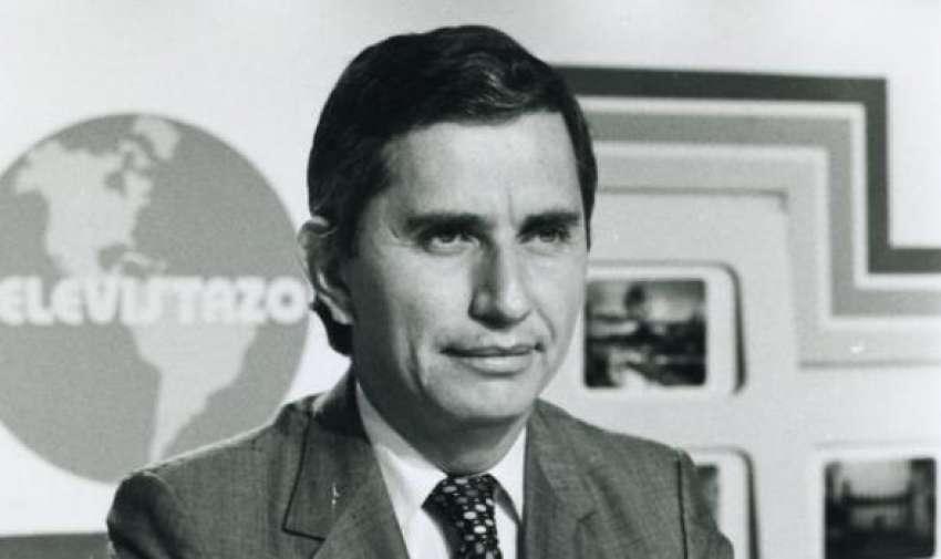 Alfonso Espinosa de los Monteros comenzó su carrera como presentador de noticias el 1 de marzo de 1967, mismo año de la fundación de la cadena de televisión Ecuavisa, en la que labora. Foto: Archivo