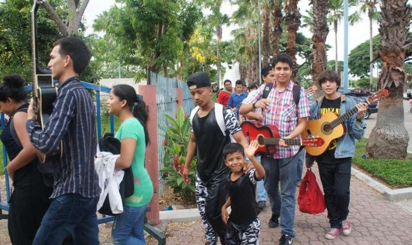 Desde muy temprano muchas personas se dieron cita al casting de ETT4 en la ciudad de Guayaquil. Foto: Ecuavisa