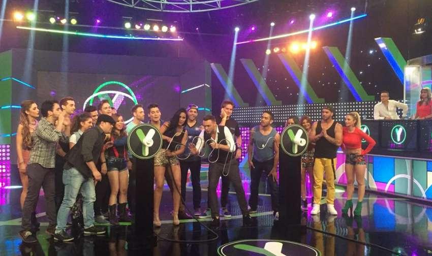 Los participantes del reality junto al presentador Agustín Belforte. Foto: Ecuavisa