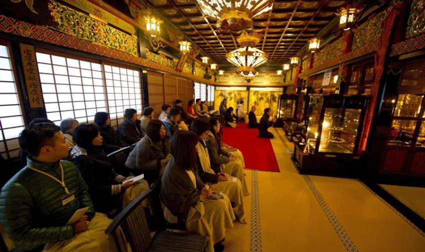 A lo largo de todo el país se celebraron emotivos actos en recuerdo a las más de 18.000 víctimas que causó la tragedia, la más grave que ha azotado a Japón desde la II Guerra Mundial. EFE