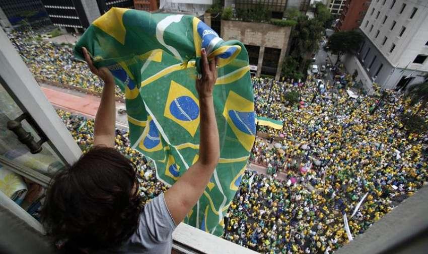 Multitudinarias protestas contra el gobierno brasileño. Foto: EFE