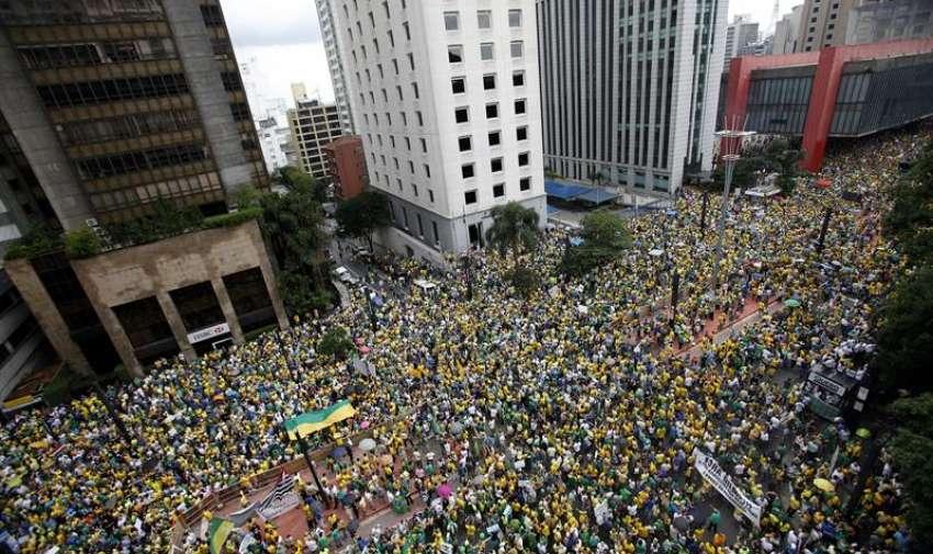 Según Rousseff, las protestas de este domingo, que según la policía reunieron a dos millones de personas en todo el país, son una muestra de la solidez de la democracia brasileña recuperada hace exactas tres décadas. EFE