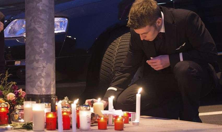 """Vista de varias velas con el número """"4U9525"""", correspondiente al número de vuelo siniestrado en el accidente aéreo de los Alpes franceses, en Colonia, Alemania. Foto: EFE"""