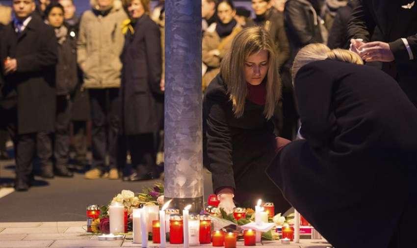 Un avión Airbus A320 de la compañía alemana Germanwings, que efectuaba el trayecto entre Barcelona (España) y Düsseldorf (Alemania), se estrelló en los Alpes franceses con 150 personas a bordo. EFE