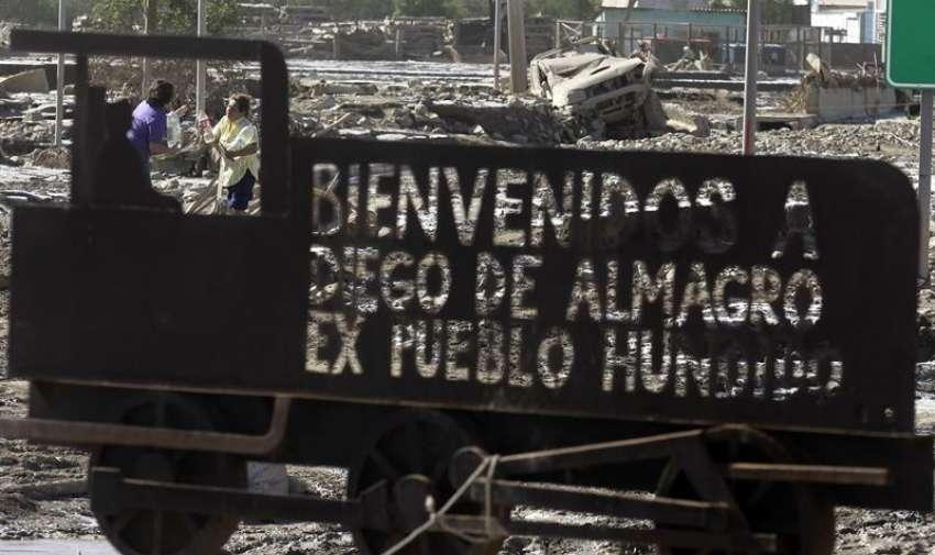 Fotografía de un cartel hoy, sábado 28 de marzo de 2015, en la afectada población de Diego de Almagro (Chile). EFE