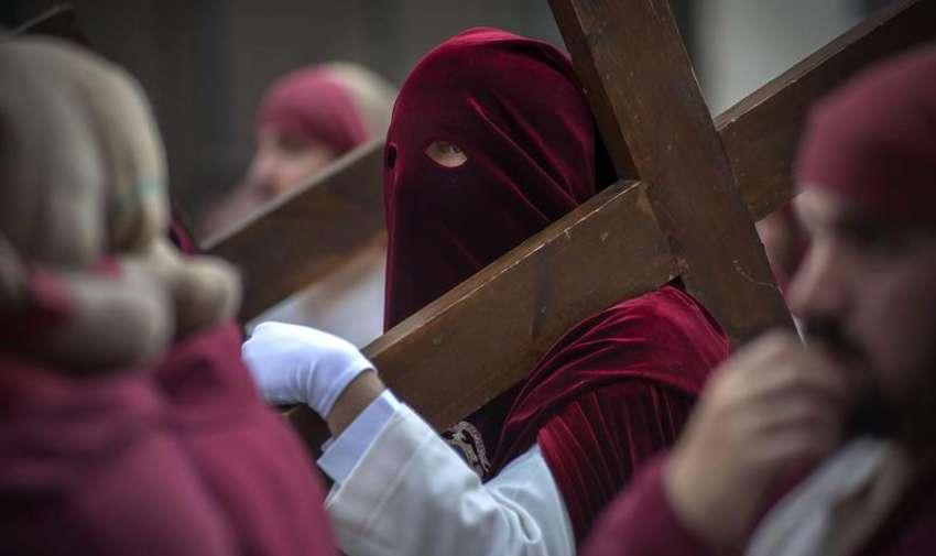La cofradía de Jesús Salvador en su Santa Cena y María Santísima de la Caridad y Consolación, procesiona en el Domingo de Ramos de Jaén. EFE