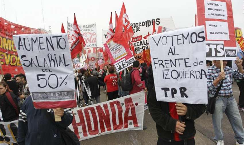 Un piquete cierra uno de los principales accesos por autopista a Buenos Aires para exigir cambios al gobierno. EFE