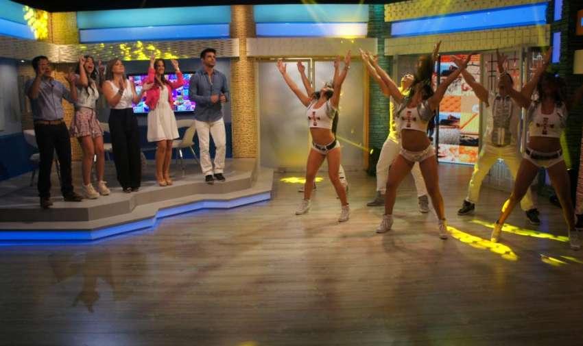 Los Latinos pusieron a bailar a todos en el estudio, dando la bienvenida a Úrsula. Foto: Ecuavisa