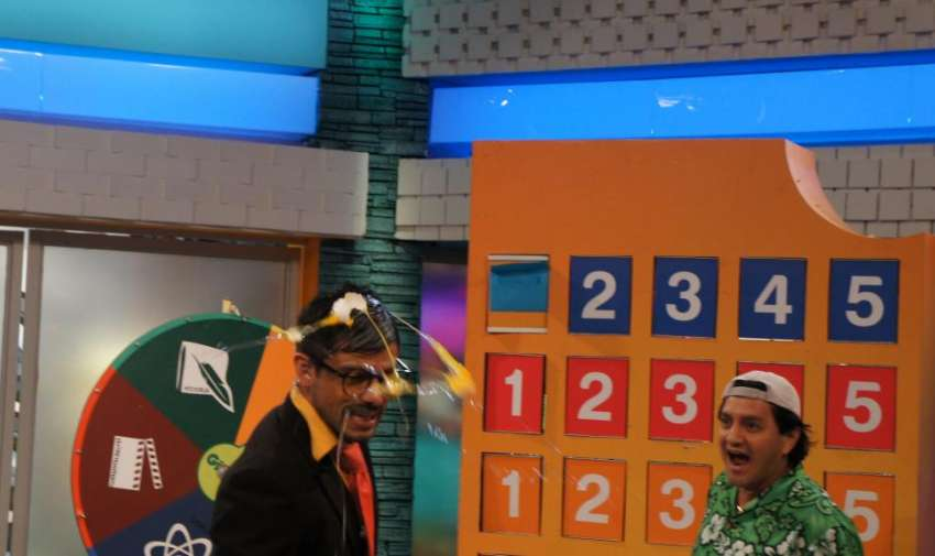 """En el concurso """"Cascareados de Cachimundo"""" no le fue muy bien al profe Cachimundo. Foto: Ecuavisa"""