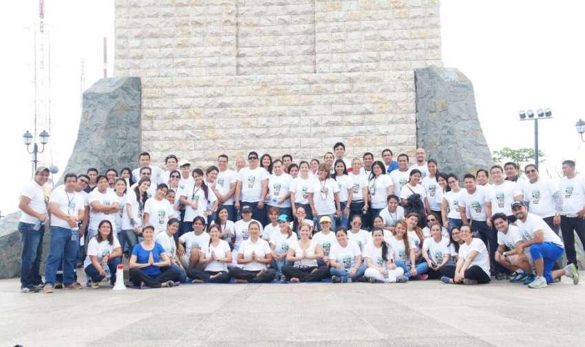 Colaboradores de diferentes departamentos se dieron cita a la caminata por la salud, actividad organizada por Ecuavisa. Foto: Ecuavisa