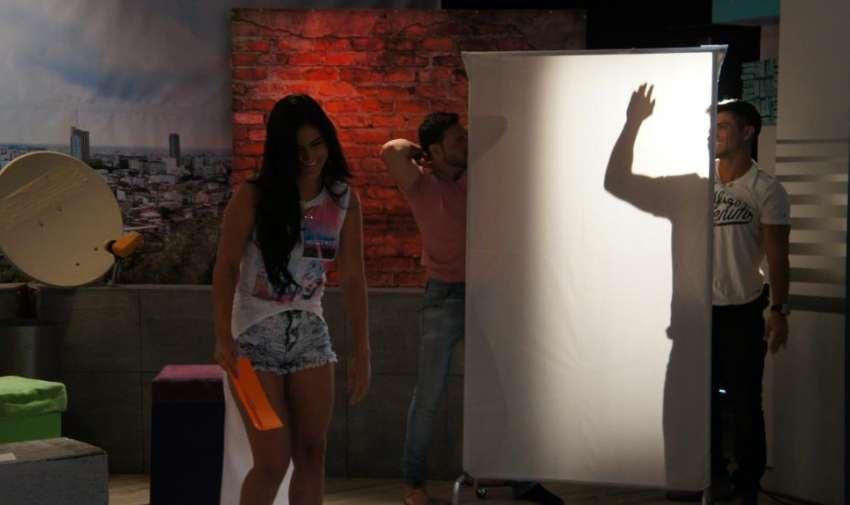 Al final ninguno de los dos se quitó la camiseta como todos en el estudio esperaban. Foto: Ecuavisa