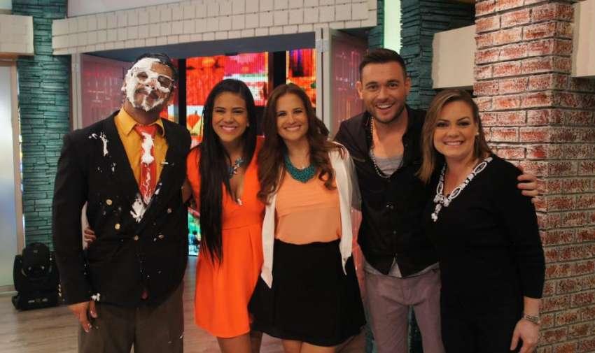 Los presentadores de En Contacto junto al presentador argentino, Agustín Belforte. Foto: Ecuavisa
