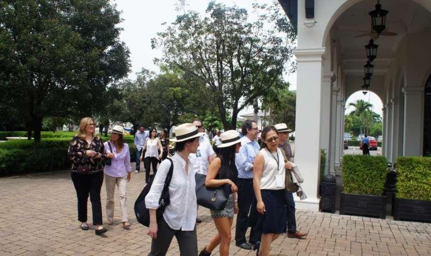 Después de las actividades programadas en la mañana, el grupo AIL visitó Plaza Lagos. Foto: Ecuavisa