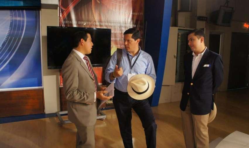 Periodistas compartiendo experiencias con los miembros de AIL. Foto: Ecuavisa