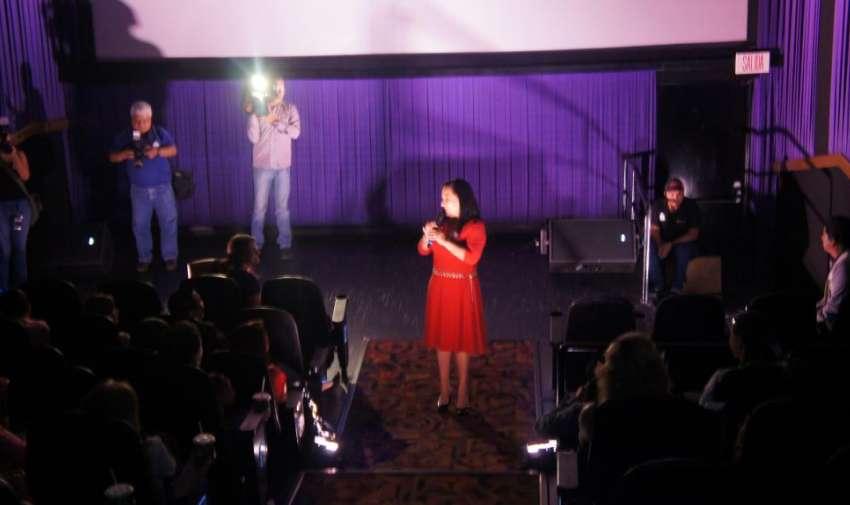 Tania Tinoco dando la bienvenida a los medios a la Avant Premier de Visión 360. Foto: Ecuavisa.