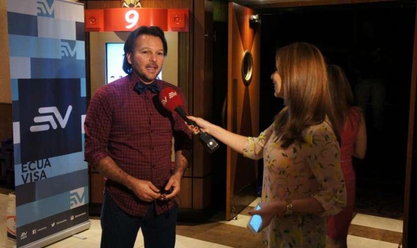 Andrés López, periodista de Visión 360, durante la Premier de la segunda temporada. Foto: Ecuavisa.