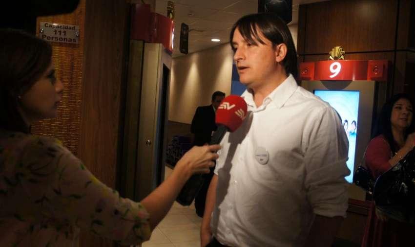 Tomás Ciuffardi, periodista investigativo, durante la Avant Premier de la segunda temporada de Visión 360. Foto: Ecuavisa.