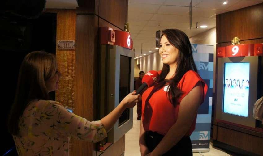 Carolina Mella dando una entrevista para Samantha Mora, contando un poco de lo que se viene en Visión 360. Foto: Ecuavisa.