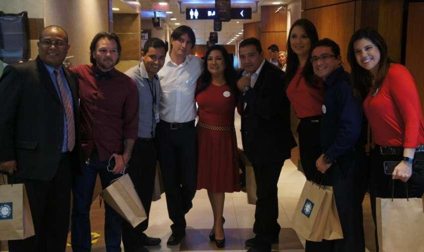 Realizadores con el área de finanzas de Ecuavisa durante la Avant Premier de la segunda temporada de Visión 360. Foto: Ecuavisa.