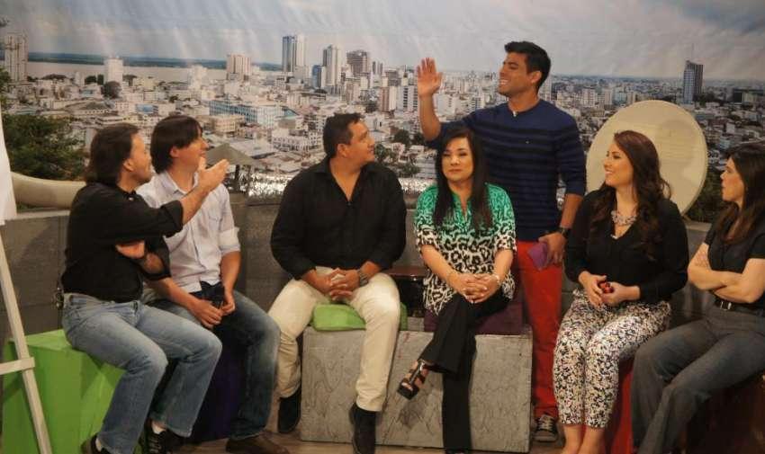 Efraín Ruales y el equipo de Visión 360 en el programa de hoy de En Contacto. Foto: Ecuavisa