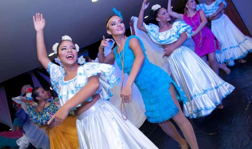 Ecuavisa recibió a los miembros de la Asamblea Informativa con una noche de tradiciones. Foto: Mauricio Torres