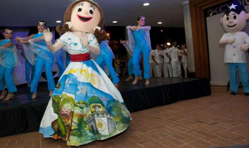 'Juanita Pueblo' personaje tradicional de Guayaquil, durante el evento. Foto: Mauricio Torres