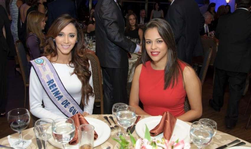 La reina de Guayaquil durante la premiación a lo mejor del periodismo en el bankers club. Foto: Mauricio Torres