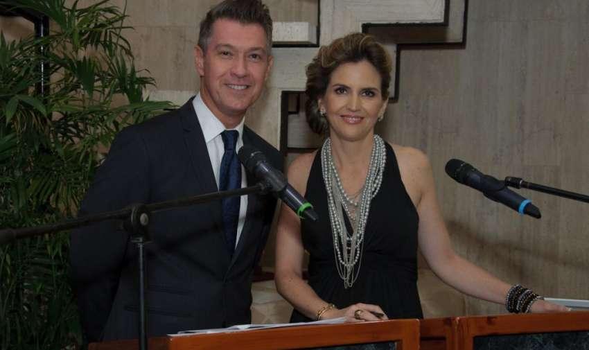 Pedro Jiménez y Gabriela Baer estuvieron presentando a los ganadores de los premios Iris. Foto: Mauricio Torres