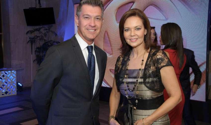 Pedro Jiménez y María Isabel de Lebed durante la noche de los premios Iris. Foto: Mauricio Torres