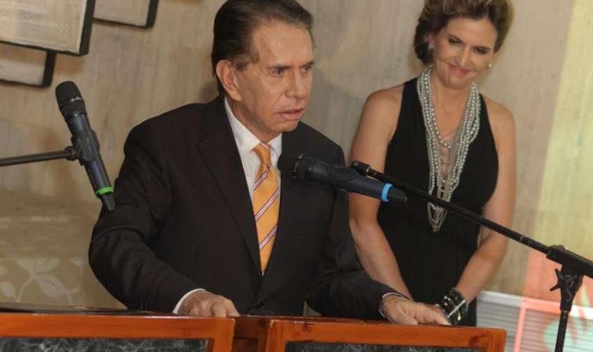 Don Alfonso Espinoza de los Monteros, quien celebraba sus 48 años de carrera. Foto: Ecuavisa