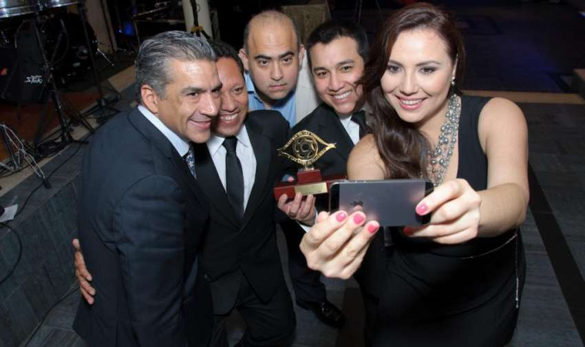 Carolina Mella ganadora del premio al mejor trabajo investigativo. Foto: Mauricio Torres