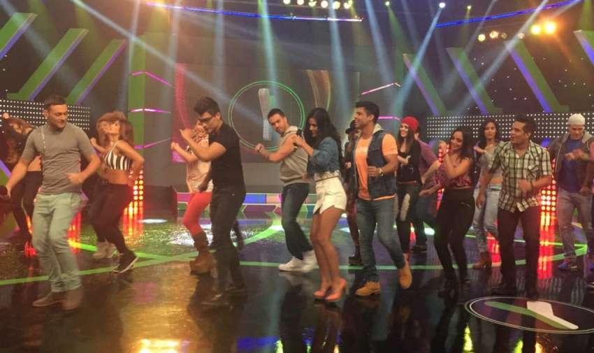 Efraín Ruales y Michela Pincay bailaron y se divirtieron con los participantes de Yingo. Foto: Ecuavisa