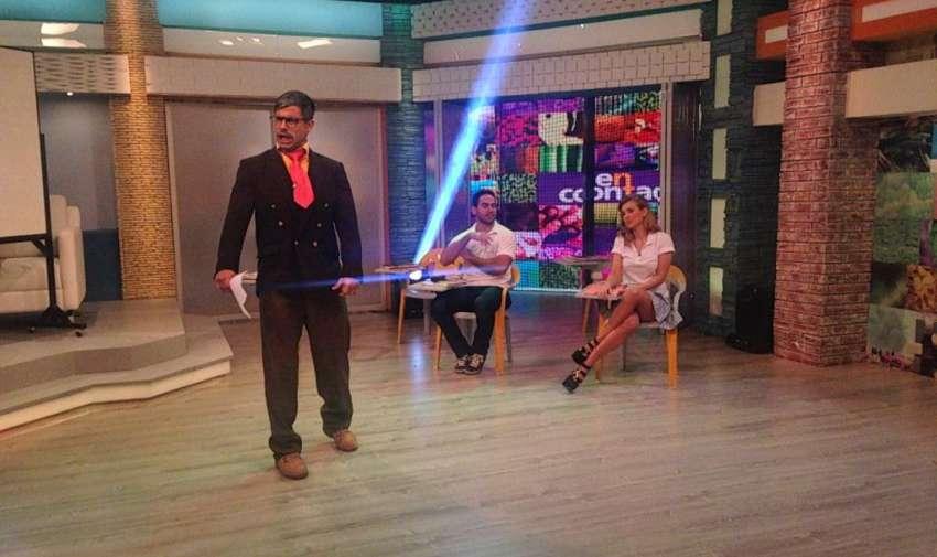 Efraín Ruales, interpretando al profesor Cachimundo. Foto: Ecuavisa