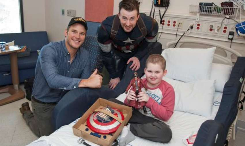 EE. UU. Los actores Chris Evans y Chris Pratt visitaron el Seattle Children's Hospital. Fotos: Twitter: @seattlechildren