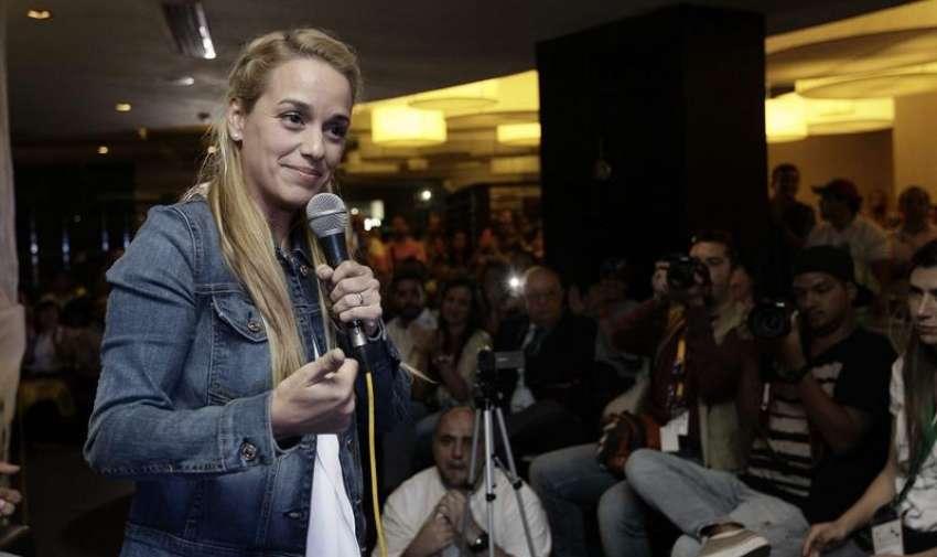 """Lilian Tintori, esposa del líder venezolano Leopoldo López, habla en el foro """"Liberen a los presos políticos en Venezuela"""". Foto: EFE"""