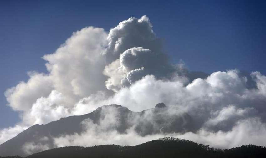 Vista general del volcán Calbuco desde la localidad de Colonia Río Sur, en la región de Los Lagos, en el sur de Chile.