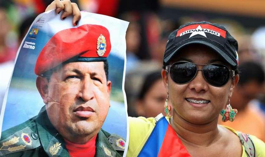 Cientos de personas marchan hoy, jueves 9 de abril de 2015, durante el acto de inauguración de la Cumbre de los Pueblos en Ciudad de Panamá, que se celebra de forma paralela a la Cumbre de las Américas que se inicia el viernes en la capital panameña con la presencia de los jefes de Estado de la región. EFE