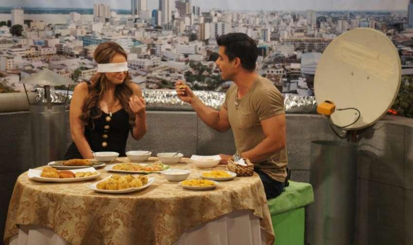Un momento muy divertido mientras Ericka intentaba adivinar lo que estaba comiendo. Foto: Ecuavisa