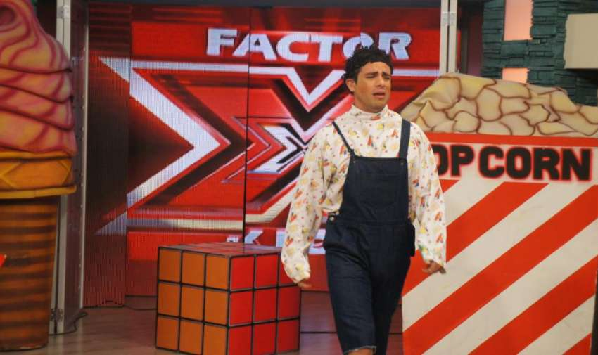 Renzo durante la busqueda del 'Factor X' en sus compañeros. Foto: Ecuavisa