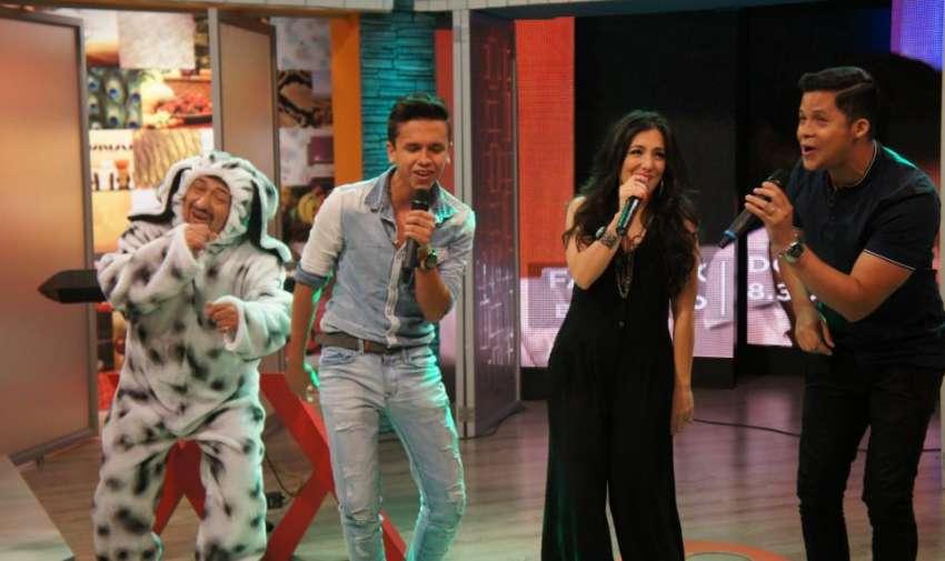 Los jueces de Factor X Kids, junto a Aladino, hoy en el programa de En Contacto. Foto: Ecuavisa