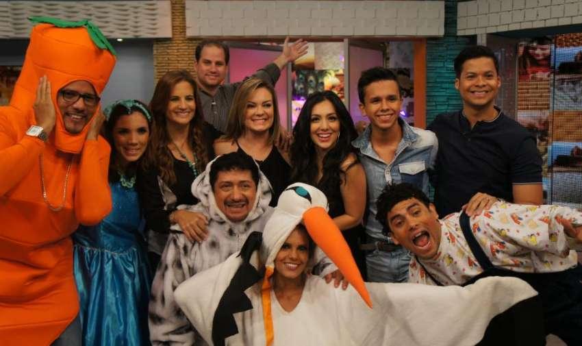 Los presentadores de En Contacto, junto a los jueces e invitados de Factor X Kids. Foto: Ecuavisa