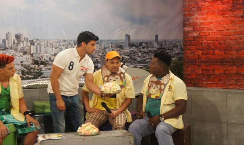 Los actores del Combo Amarillo tuvieron que participar de un juego preparado por la producción. Foto: Ecuavisa