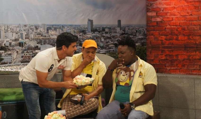 Orlando Quiñonez y Fernando Villao junto a Efraín Ruales. Foto: Ecuavisa