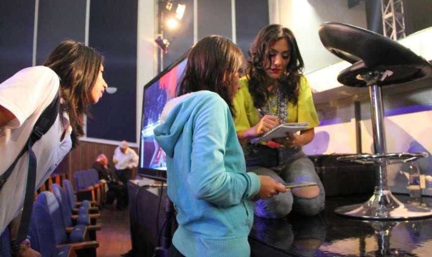 Pamela Cortés compartiendo con sus seguidores en el tras cámaras de la promo de Factor X Kids. Foto: Ecuavisa
